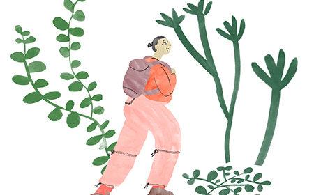 Teckning av kvinna som vandrar bland grönska. Hon bär en ryggsäck.